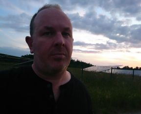 Photo of Writer Simon Farnell