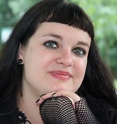 Photo of Author Anna Mocikat